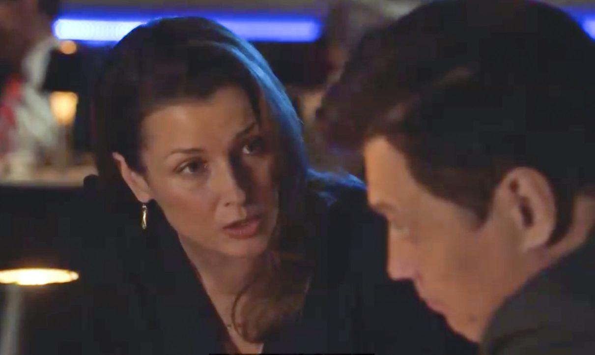 Erin (Bridget Moynahan, l.) ist verärgert, als sie erfährt, dass sie von einem aktuellen Fall abgezogen wird. Was bezweckt McCoy (Holt McCallany, r.... - Bildquelle: 2014 CBS Broadcasting Inc. All Rights Reserved.