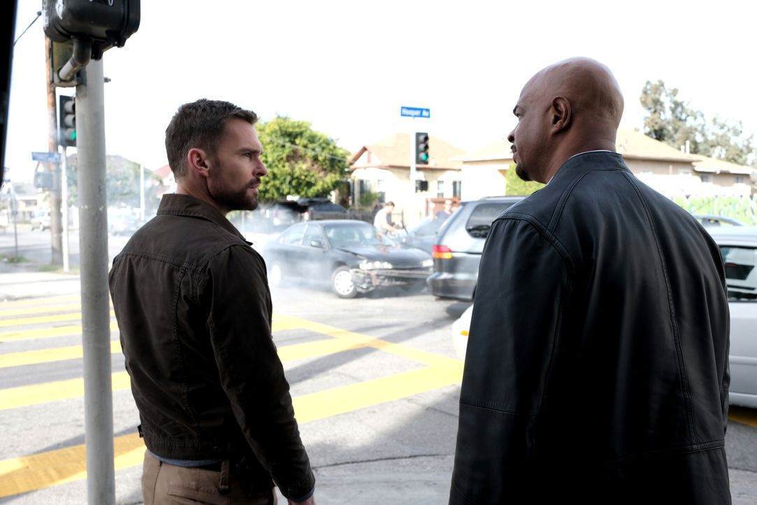 Wesley Cole (Seann William Scott, l.); Roger Murtaugh (Damon Wayans, r.) - Bildquelle: Ray Mickshaw 2019 Warner Bros. Entertainment Inc. All Rights Reserved. / Ray Mickshaw