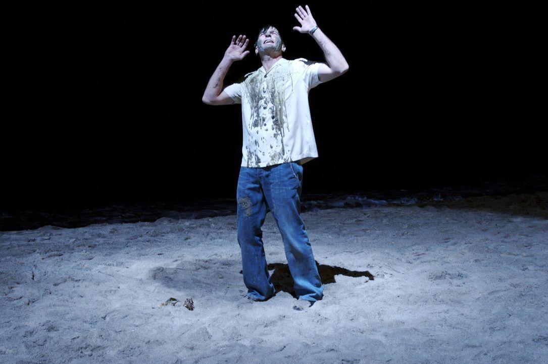 Rache ist süß - dies spürt Charlie (Charlie Sheen) am eigenen Leib ... - Bildquelle: Warner Brothers Entertainment Inc.