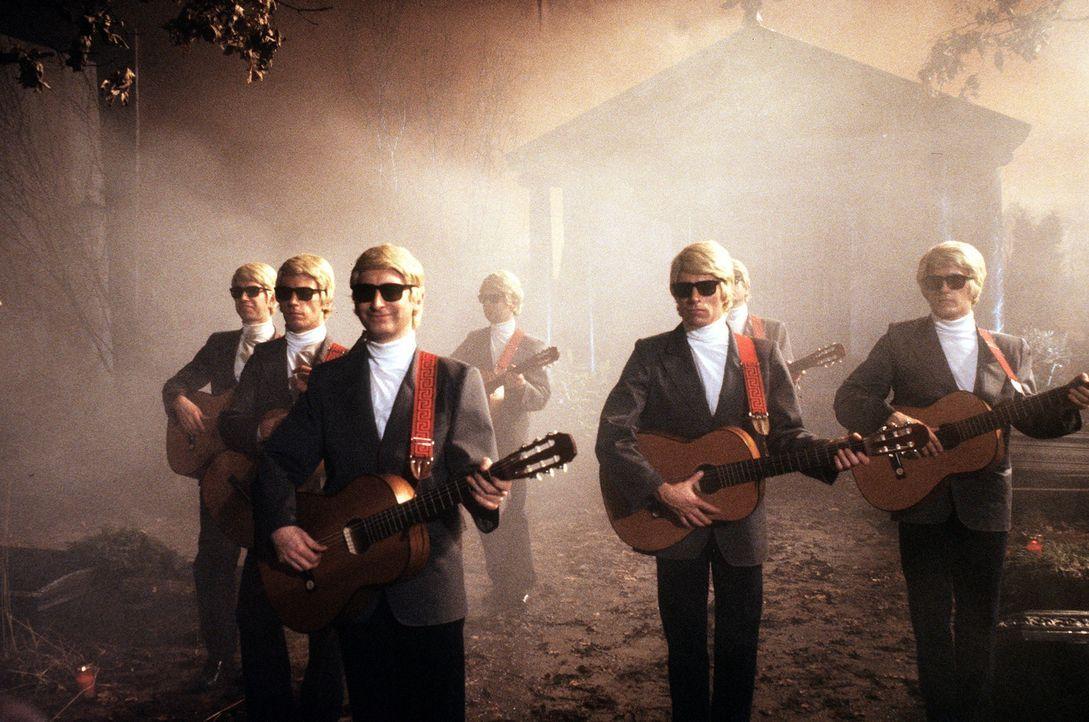Die Attacke der Höllen- Heinos ... - Bildquelle: Tobis Filmkunst