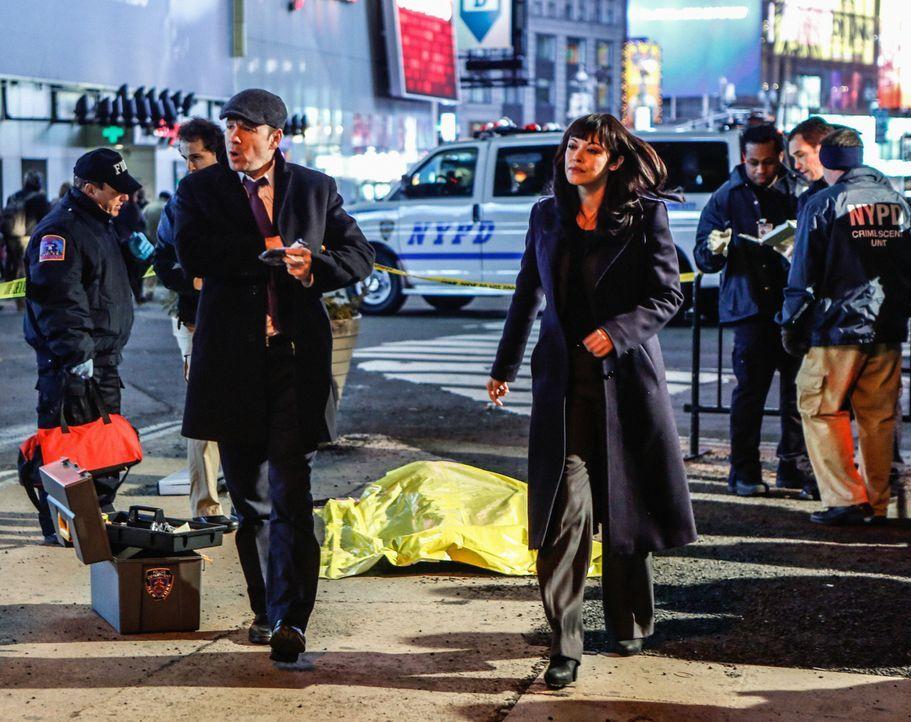 Können nicht fassen, dass am hellichten Tag, inmitten des unfassbar belebten Times Square ein Mann erschossen wird: Danny (Donnie Wahlberg, l.) und... - Bildquelle: Craig Blankenhorn 2013 CBS Broadcasting Inc. All Rights Reserved.
