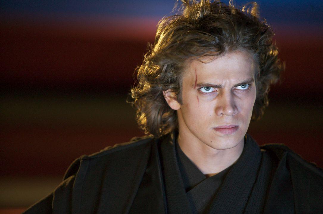 Der machthungrige Anakin Skywalker (Hayden Christensen) sieht sich vom Jedi-Rat hintergangen. Seine maßlose Wut treibt ihn immer mehr zur dunklen Se... - Bildquelle: Lucasfilm Ltd. & TM. All Rights Reserved.