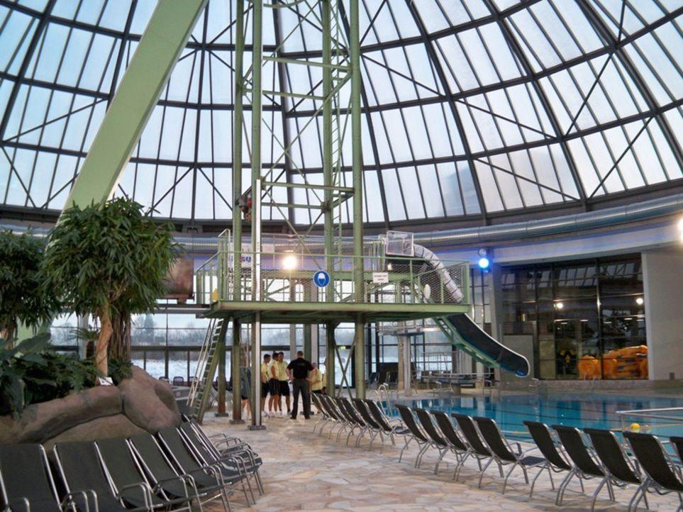 In Oberhausen in Nordrhein-Westfalen steht ein weltweit einzigartiges Erlebnisbad. Der Wasserpark besitzt mit 120 Metern die längste X-Tube-Rutsche... - Bildquelle: kabel eins