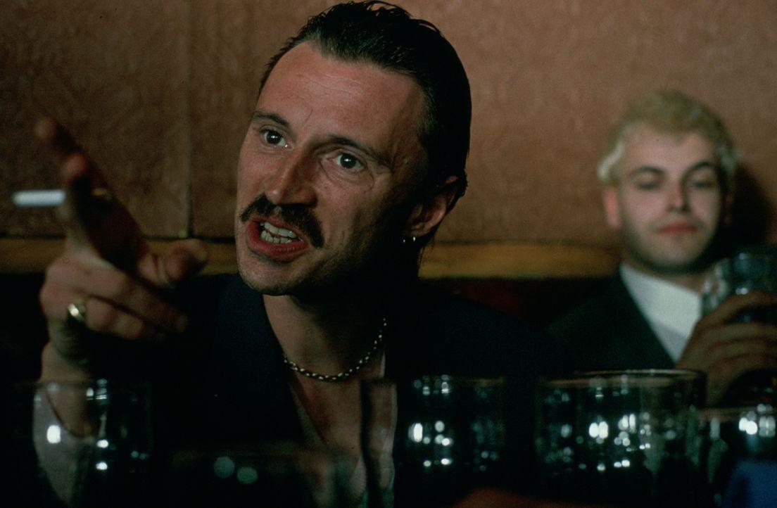 Um an Geld zu kommen schrecken Begbie (Robert Carlyle) und seine Freunde vor Nichts zurück ... - Bildquelle: Universal Pictures