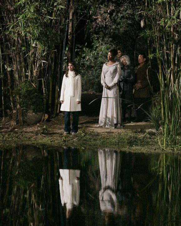 Nachdem in einem See ein Massengrab gefunden wird, muss sich Melinda (Jennifer Love Hewitt, l.) mit einer Horde Geister auseinandersetzen ... - Bildquelle: ABC Studios