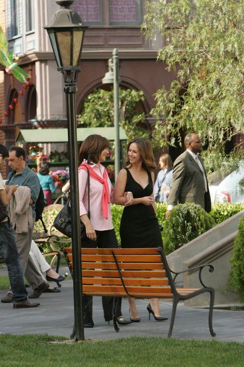Der Alptraum hat endlich ein Ende: Beth Gordon (Anne Archer, l.) und ihre Tochter Melinda (Jennifer Love Hewitt, r.) wollen einen Neuanfang wagen ... - Bildquelle: ABC Studios