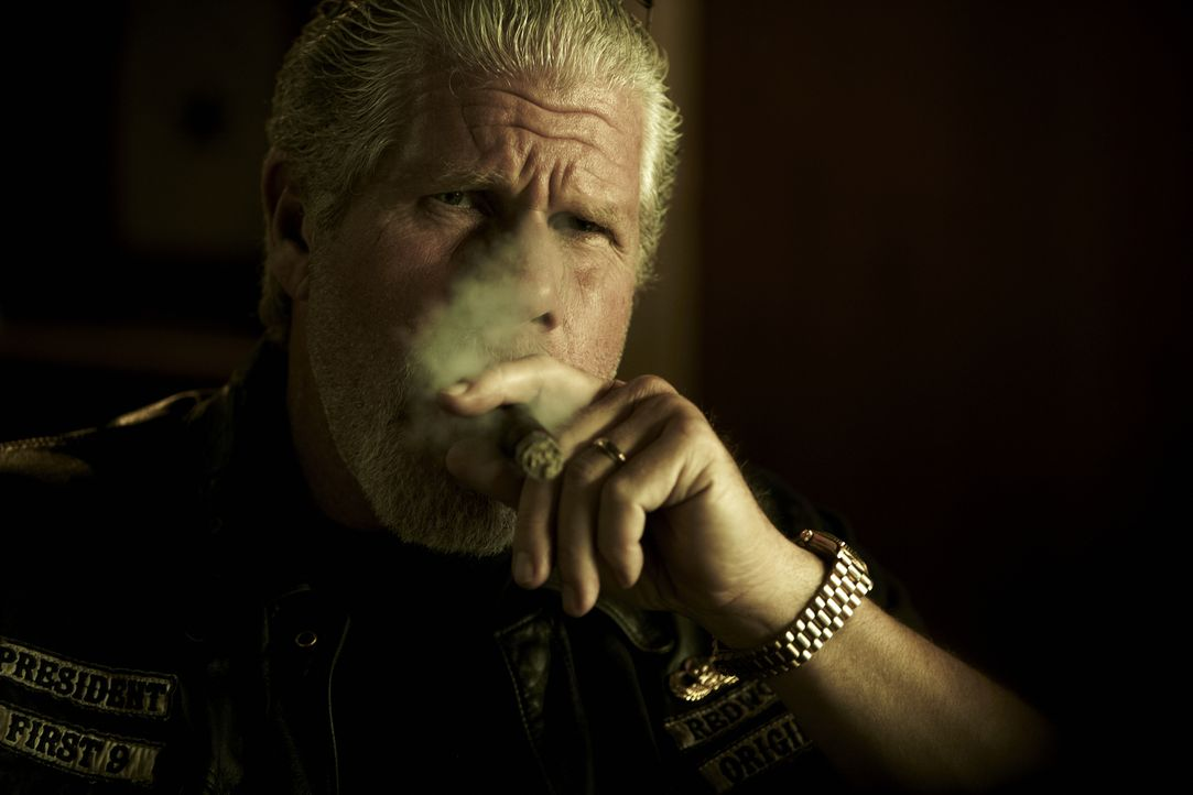 (4. Staffel) - Wie skrupellos ist Clay (Ron Perlman) wirklich? - Bildquelle: 2011 Twentieth Century Fox Film Corporation and Bluebush Productions, LLC. All rights reserved.