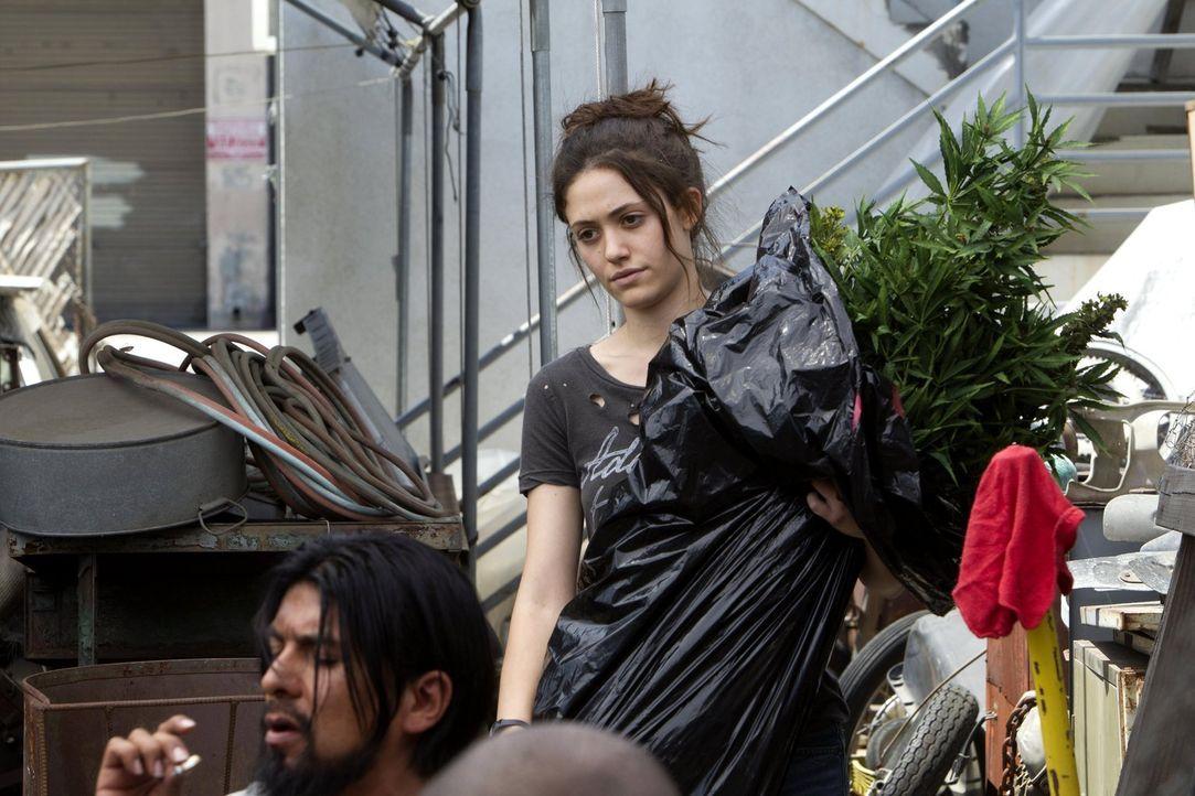 Der neue Job in einem angesagten Nachtclub scheint immer noch nicht dafür sorgen zu können, dass Fiona (Emmy Rossum) und ihre Geschwister durchkomme... - Bildquelle: 2010 Warner Brothers