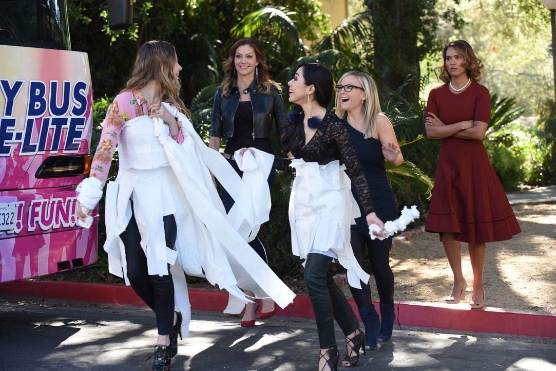 (v.l.n.r.) Chloe (Lauren German); Charlotte (Tricia Helfer); Ella (Aimee Garcia); Linda (Rachael Harris); Maze (Lesley-Ann Brandt) - Bildquelle: 2017 Fox Broadcasting Co.