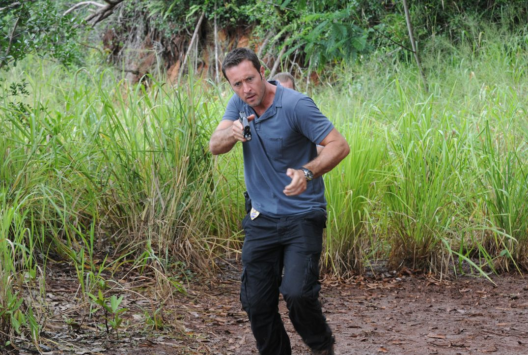 Gibt alles, um Chin und Kono zu retten: Steve (Alex O'Loughlin) ... - Bildquelle: Norman Shapiro 2015 CBS Broadcasting, Inc. All Rights Reserved / Norman Shapiro