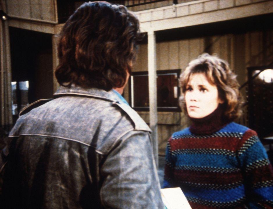 Jonathan (Michael Landon, l.) begegnet Libby (Robin Dearden, r.), der Mutter von Max, die ein kleines Hotel leitet. - Bildquelle: Worldvision Enterprises, Inc.