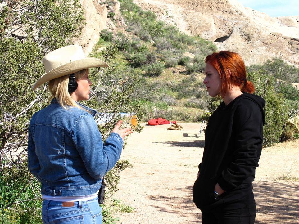 Bei den Dreharbeiten: Patricia Arquette (l.) führt Regie. - Bildquelle: Paramount Network Television