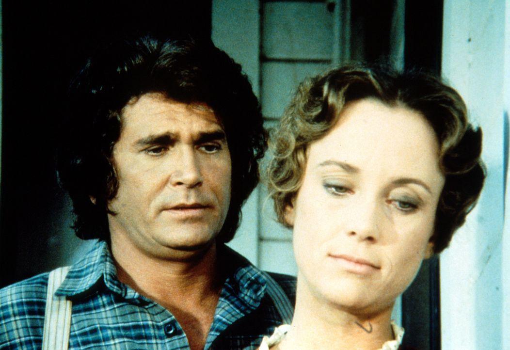 Leslie (Jenny Sullivan, r.) erklärt Charles (Michael Landon, l.), dass sie für ihren Mann nicht mehr existiere ... - Bildquelle: Worldvision