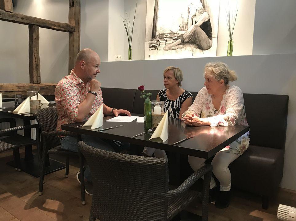 """Nachdem die 55-jährige Andrea Cambiolo (M.) mit ihrem Restaurant """"Culo del Mondo"""" (Übersetzung: Arsch der Welt) pleitegeht, übernimmt kurzerhand ihr... - Bildquelle: kabel eins"""