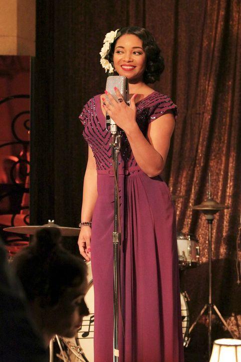 In Castles Fantasie übernimmt Lanie Parish die Rolle der schönen Sängerin Betsy Sinclair (Tamala Jones) ... - Bildquelle: 2011 American Broadcasting Companies, Inc. All rights reserved.