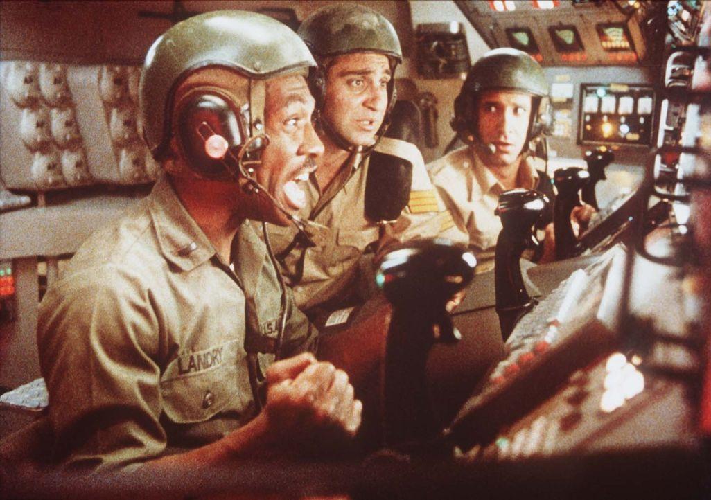 Unverschuldet wird Leutnant Landry (Eddie Murphy, l.) bald mitten in einen internationalen Konflikt hineingezogen ... - Bildquelle: Paramount Pictures