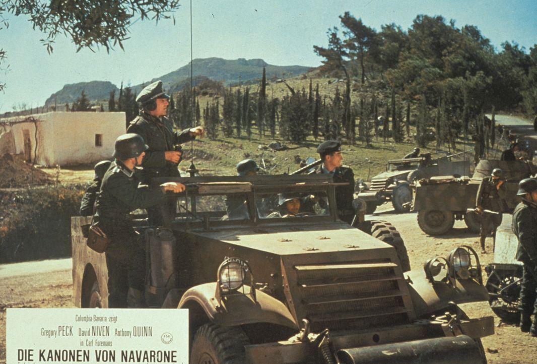 Lagebesprechung: Mutlos besprechen die Soldaten ihre hoffnungslose Situation. (Darsteller unbekannt)