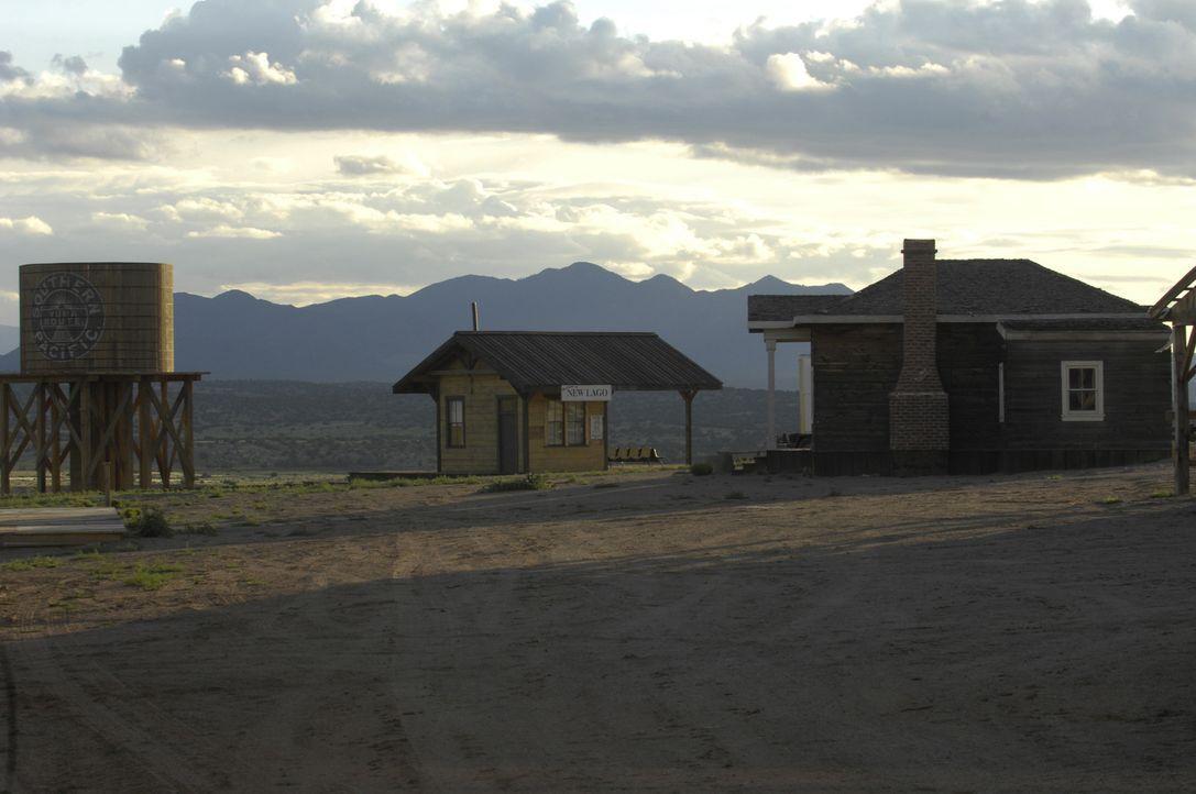 Eigentlich soll das Städtchen New Lago in Arizona die neue Heimat der Kriegshelden MacPherson und Miguel werden, doch Bauunternehmer Halicorp hat an... - Bildquelle: 2008 Worldwide SPE Acquisitions Inc. All Rights Reserved.