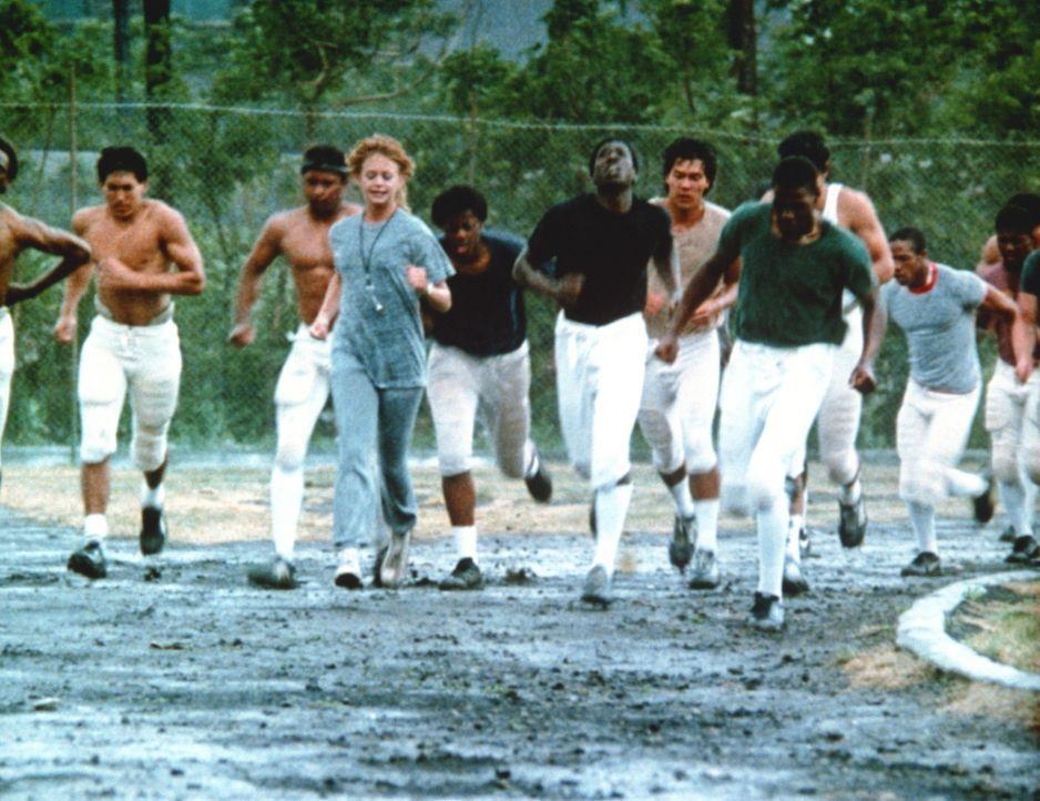 Mit ihrer Mannschaft kennt Molly McGrath (Goldie Hawn, 4.v.l.) keine Gnade ... - Bildquelle: Warner Bros.