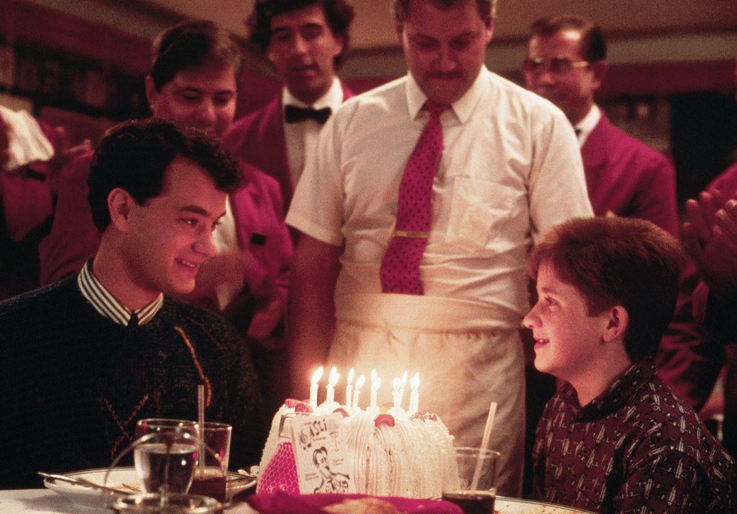 Kindergeburtstag! Joshua (Tom Hanks, l.) feiert zusammen mit seinem Freund Billy (Jared Rushton, r.) ... - Bildquelle: 20th Century Fox Film Corporation