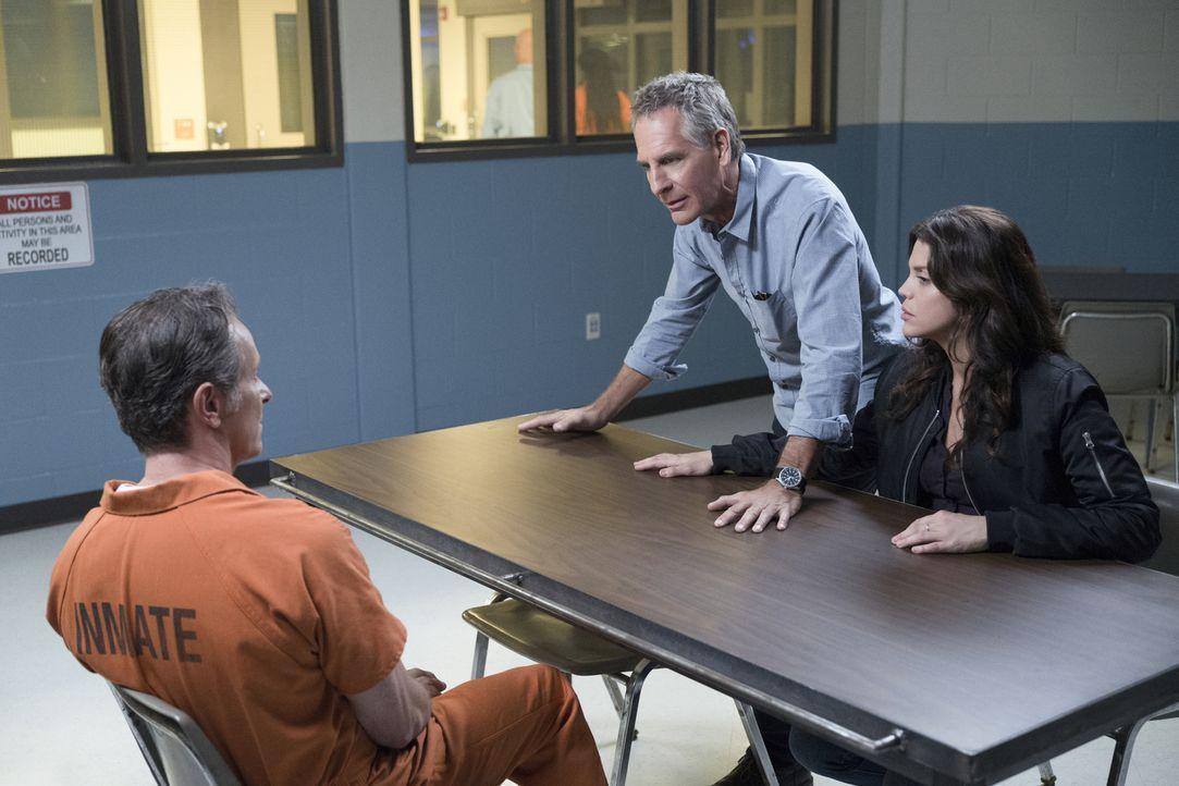 Wollen mit allen Mitteln verhindern, dass Douglas Hamilton (Steven Weber, l.) einen Deal abschließt, um vorzeitig aus dem Gefängnis zu entkommen: Sp... - Bildquelle: Sam Lothridge 2017 CBS Broadcasting, Inc. All Rights Reserved