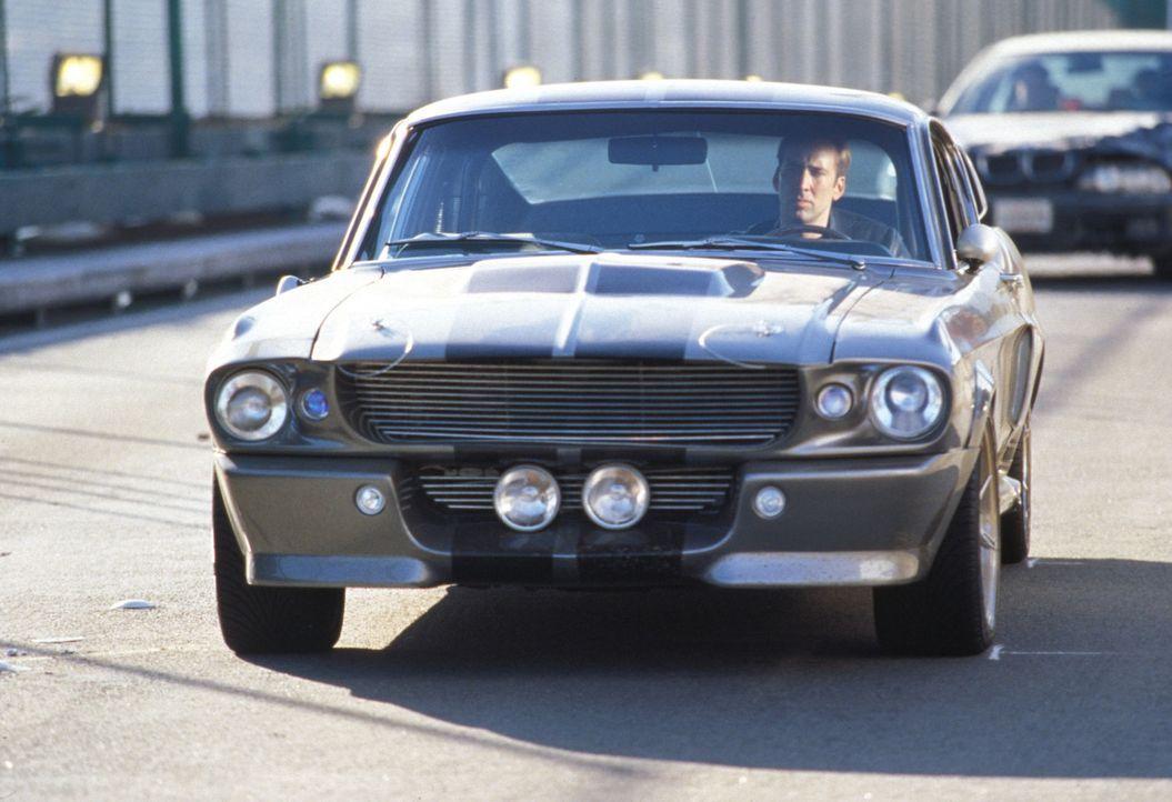 Ob Porsche, Ferrari oder Mercedes - alle Autotüren öffnen sich wie von Zauberhand, wenn Memphis (Nicolas Cage) es will. Denn er war der schnellste... - Bildquelle: Touchstone Pictures