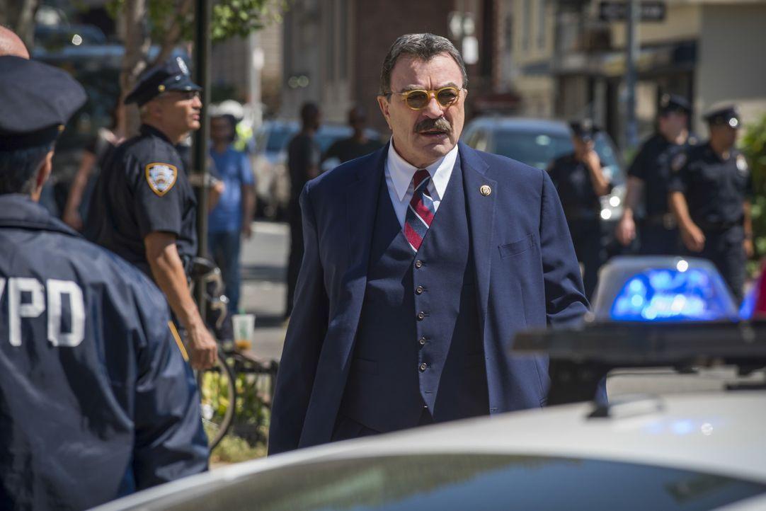 Ist NYPD-Chef Frank Reagan (Tom Selleck) ein alles entscheidender Fehler unterlaufen? - Bildquelle: Jeff Neumann 2016 CBS Broadcasting Inc. All Rights Reserved