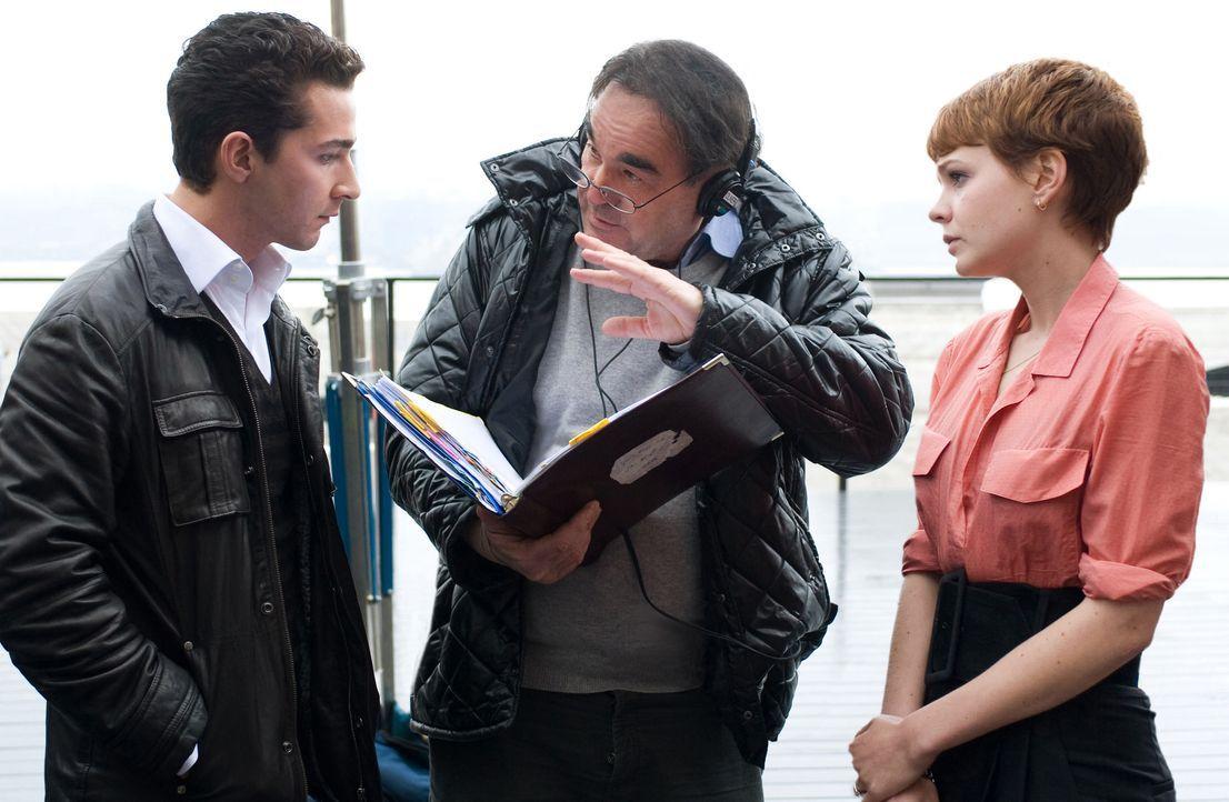 Regisseur Oliver Stone (M.) mit den Hauptdarstellern Carey Mulligan (r.) und Shia LaBeouf (l.) - Bildquelle: TM and © 2010 Twentieth Century Fox Film Corporation.  All rights reserved.  Not for sale or duplication.