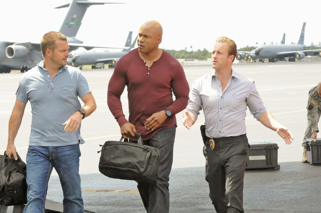Ermitteln gemeinsam in einem neuen Fall: Callen (Chris O'Donnell, l.), Sam (LL Cool J, M.) und Danny (Scott Caan, r.) ... - Bildquelle: TM &   CBS Studios Inc. All Rights Reserved.