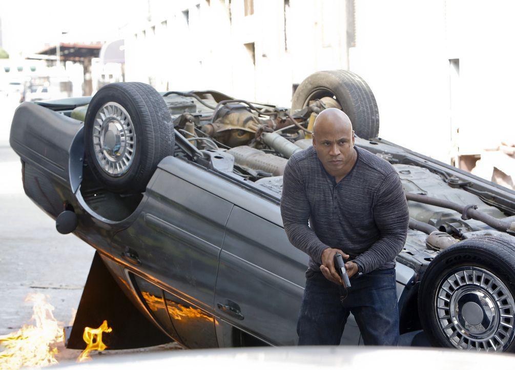 Ermittelt in einem neuen Fall und gerät dabei in große Gefahr: Sam (LL Cool J) ... - Bildquelle: CBS Studios Inc. All Rights Reserved.