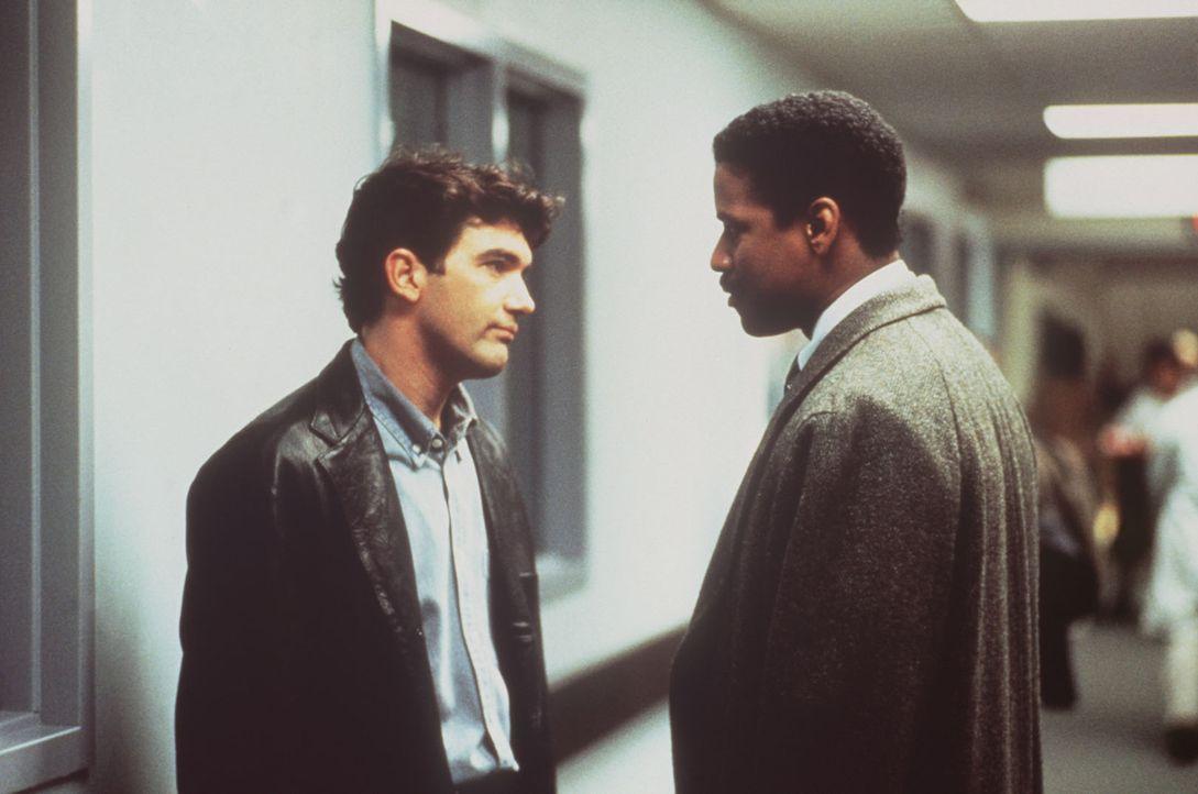 Andrews Freund Miguel (Antonio Banderas, l.) und sein Rechtsanwalt Joe Miller (Denzel Washington, r.) vermuten, dass Andrew das Ende seines Prozesse... - Bildquelle: Columbia Pictures