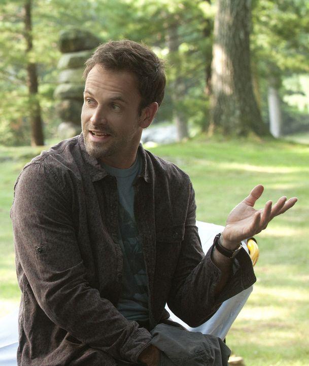Ein neuer Fall wartet auf den etwas exzentrischen Sherlock Holmes (Jonny Lee Miller) ... - Bildquelle: CBS Television