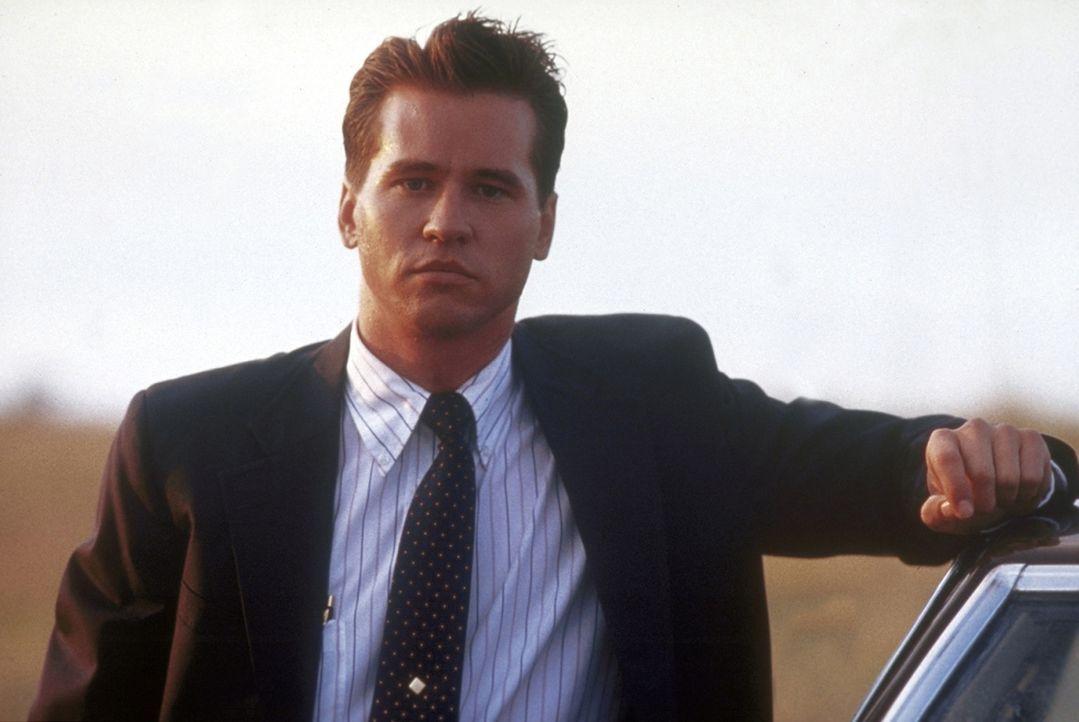 FBI-Agent Raymond Levoi (Val Kilmer) - selbst zu einem Viertel indianischer Abstammung - soll einen mysteriösen Mordfall in einem Indianerreservat... - Bildquelle: TriStar Pictures
