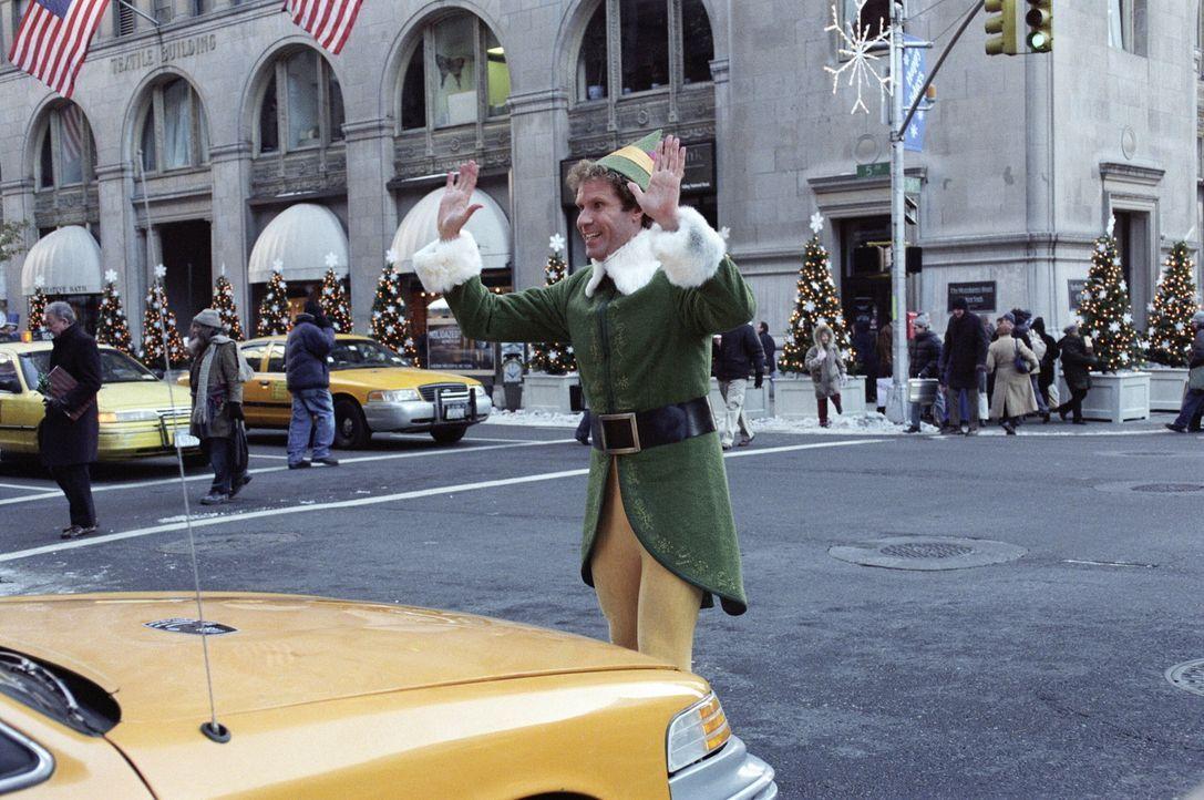 Buddy (Will Ferrell) macht sich auf den Weg nach New York, um seinen Vater zu suchen. Dort findet er dann nicht nur seine ganze Familie, sondern auc... - Bildquelle: Warner Bros. Television