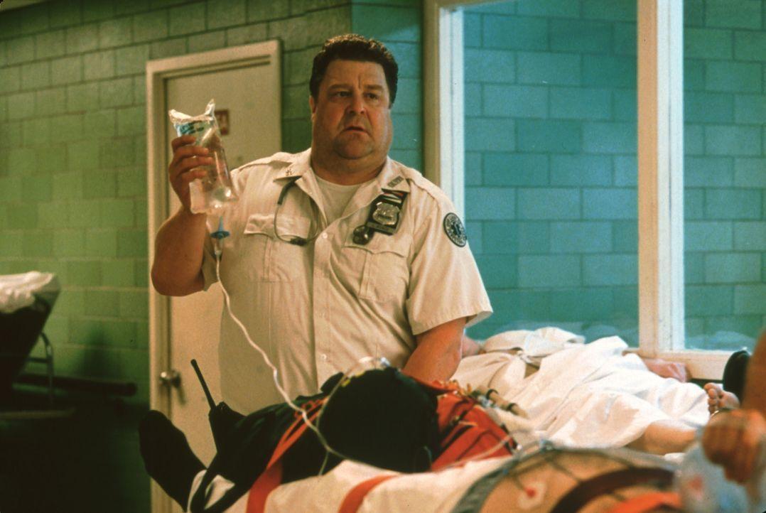 Larry (John Goodman) und seine Kollegen werden jeden Tag mit dem Tod konfrontiert und nicht jeder kann die Erlebnisse gleich gut verarbeiten ... - Bildquelle: Paramount Pictures and Touchstone Pictures