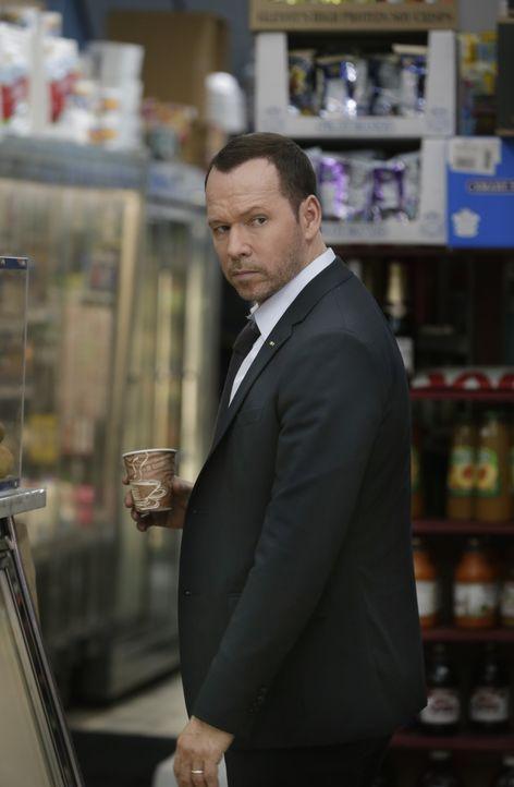 Verzweifelt versucht sich Danny (Donnie Wahlberg), gegen den Vorwurf der Polizeibrutalität  zu wehren. Doch ist er wirklich so unschuldig, wie er tu... - Bildquelle: Patrick Harbron 2014 CBS Broadcasting Inc. All Rights Reserved.