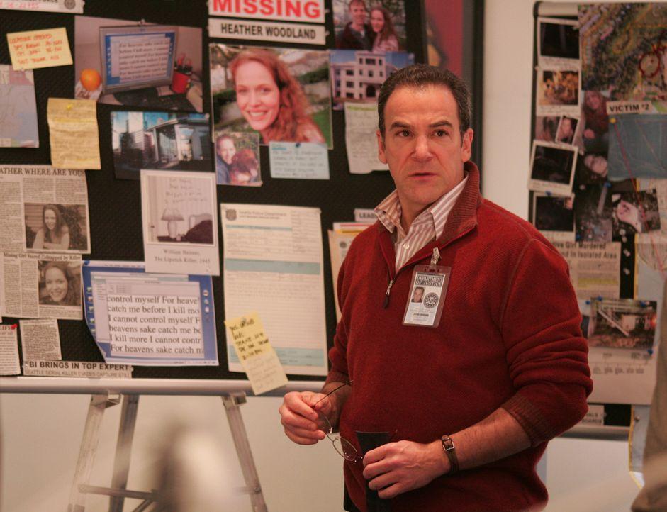 Auf der Suche nach einem Serientäter, der junge Frauen, quält und langsam erdrosselt: Special Agent Jason Gideon (Mandy Patinkin) ... - Bildquelle: Touchstone Television