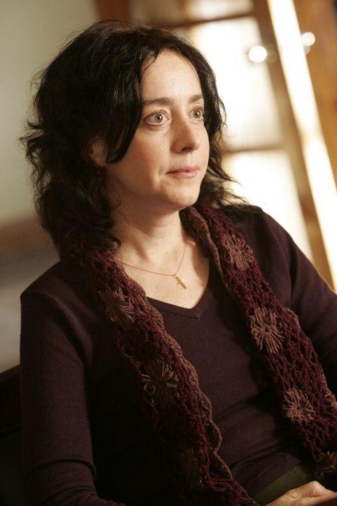 Die Probleme mit ihrem Mann belasten Ruth (Jane Adams) sehr, dennoch würde sich die streng gläubige niemals scheiden lassen. - Bildquelle: Vivian Zink USA Network