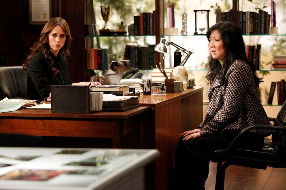 Avery Grant (Margaret Cho, r.) ist ein großer Comic-Fan. Vielleicht kann sie Melinda (Jennifer Love Hewitt, l.) im aktuellen Fall helfen? - Bildquelle: ABC Studios