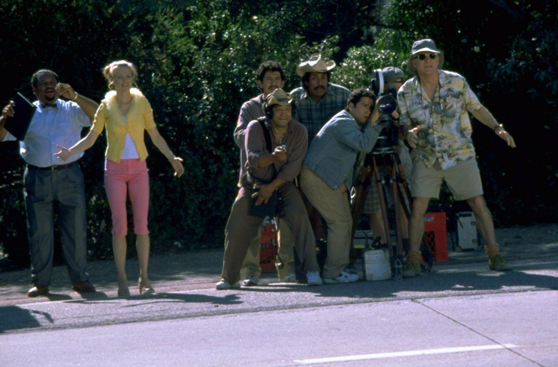 Das Kamerateam erwischt Kit immer zu den ungünstigsten Zeitpunkten. Schon bald glaubt er, dass er von Aliens verfolgt wird ... - Bildquelle: Universal Pictures