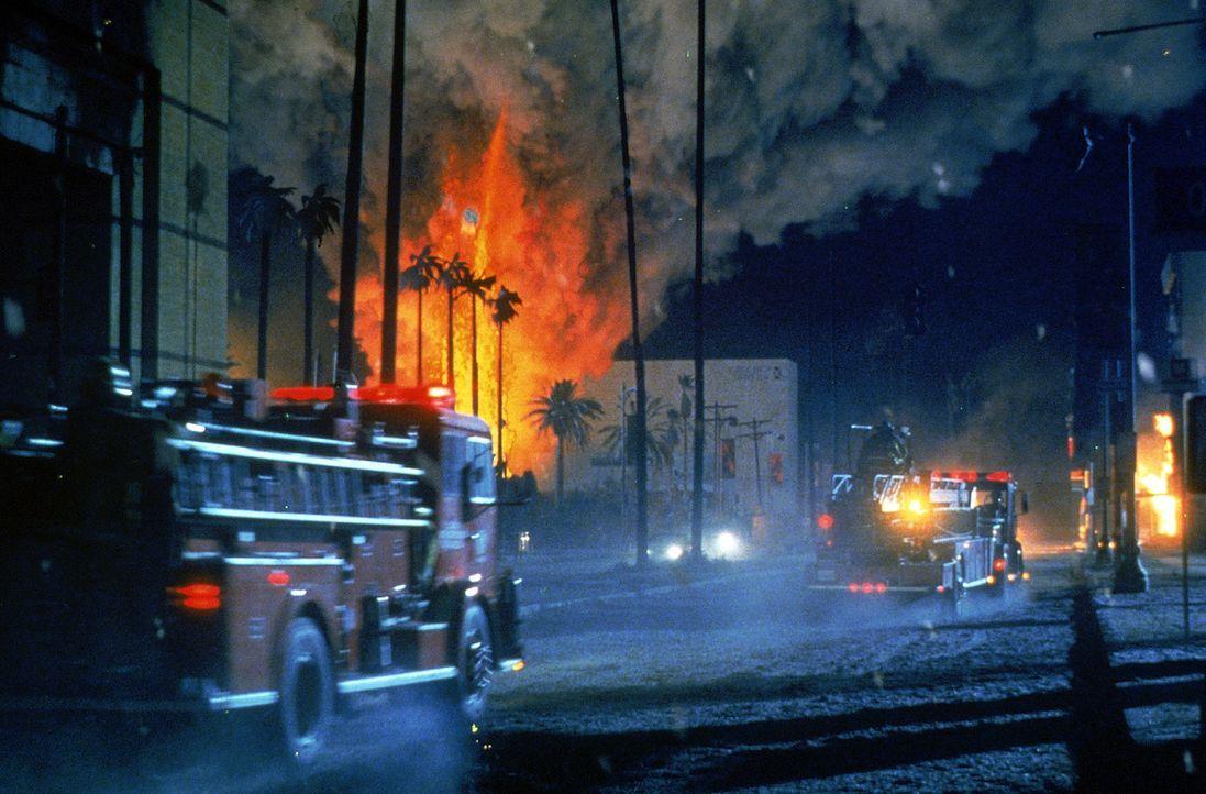 Ein gewaltiger Vulkan, an dessen Existenz bisher niemand geglaubt hat, bricht mitten in L.A. aus ... - Bildquelle: 20th Century Fox