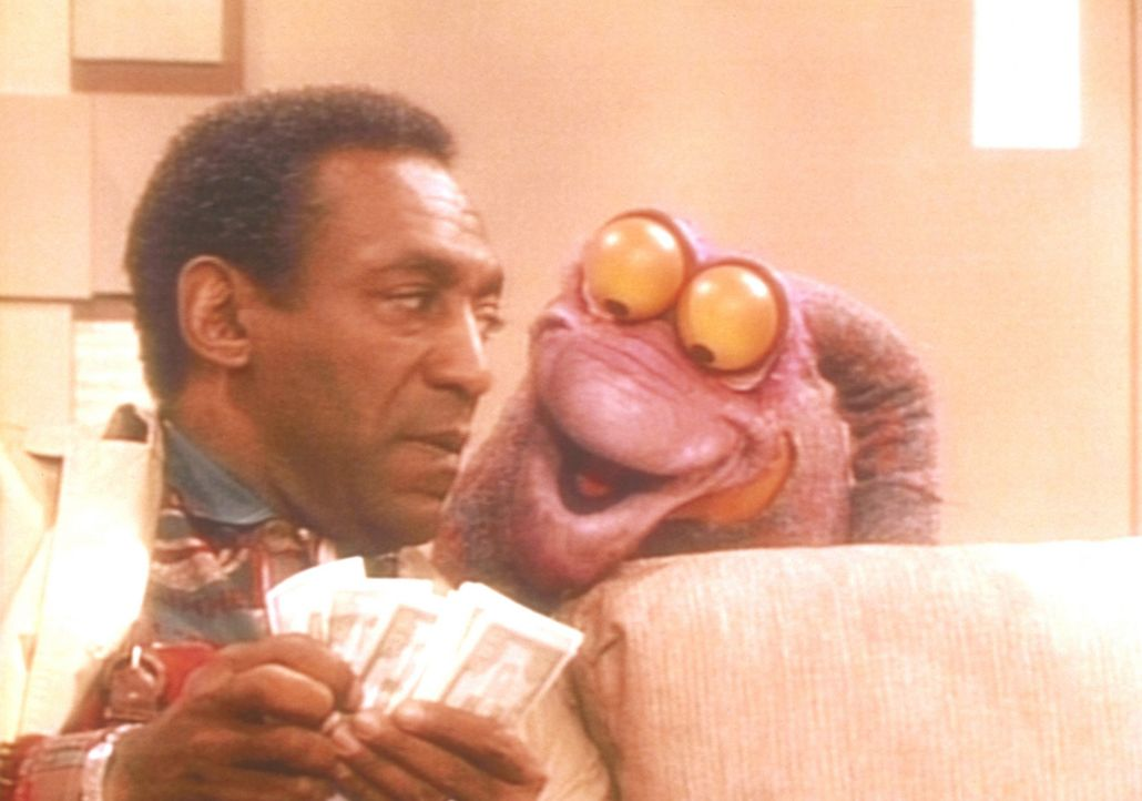 Cliff (Bill Cosby) muss sich in seinem Alptraum auf finanzielle Transaktionen mit einem geldgierigen Muppet einlassen. - Bildquelle: Viacom
