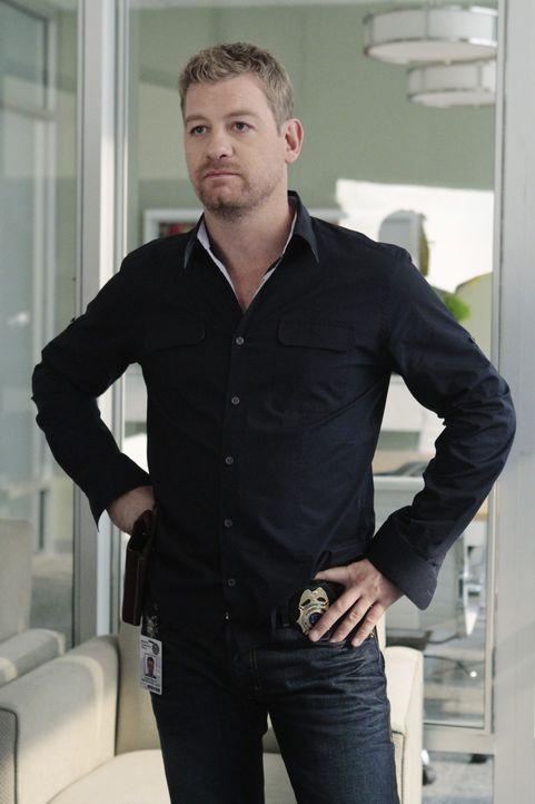 Bei einem Jagdausflug kommt Martin Loebs Frau ums Leben. Peter Dunlop (Nicholas Bishop) glaubt jedoch nicht, dass es sich um einen Unfall handelt ... - Bildquelle: ABC Studios