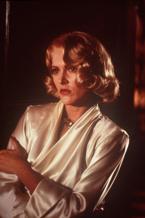 Als Geliebte des Verbrecherkönigs Strozzi fristet Lucy (Alexandra Powers) ein Leben in einem goldenen Käfig, bis der schweigsame John Smith in ihrem... - Bildquelle: New Line Cinema