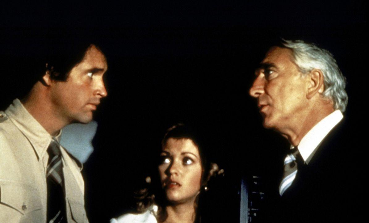 Weil der ehemalige Kampfpilot Ted Striker (Robert Hays, l.) unter Flugangst leidet, kann und will er Elaine (Julie Hagerty, M.) und Dr. Rumack (Lesl... - Bildquelle: Paramount Pictures