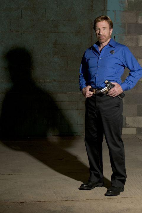 Texas Ranger Cordell Walker (Chuck Norris) muss an zwei Fronten ermitteln: Zum ersten ist ein ihm unterstellter Cop unschuldig des Doppelmordes ange... - Bildquelle: CBS Television