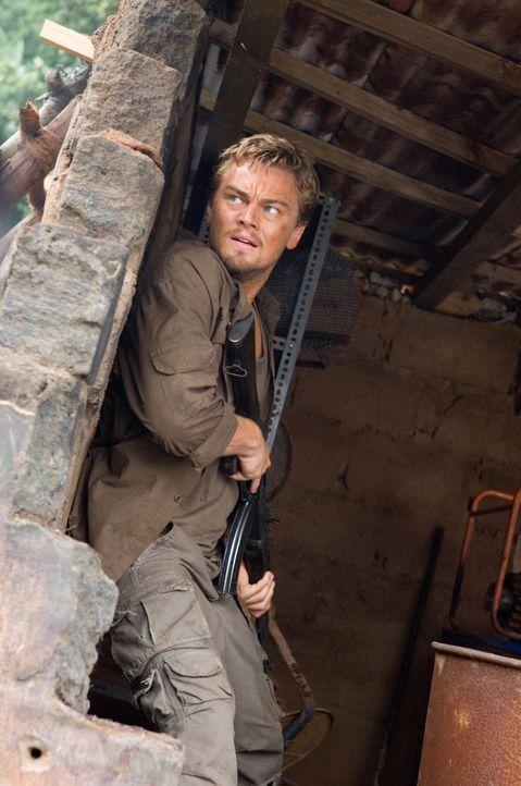 Bei seinem Versuch, Solomon Vandy zu helfen, gerät Danny Archer (Leonardo DiCaprio) immer wieder in blutige Kämpfe mit den Rebellen ... - Bildquelle: Warner Bros.