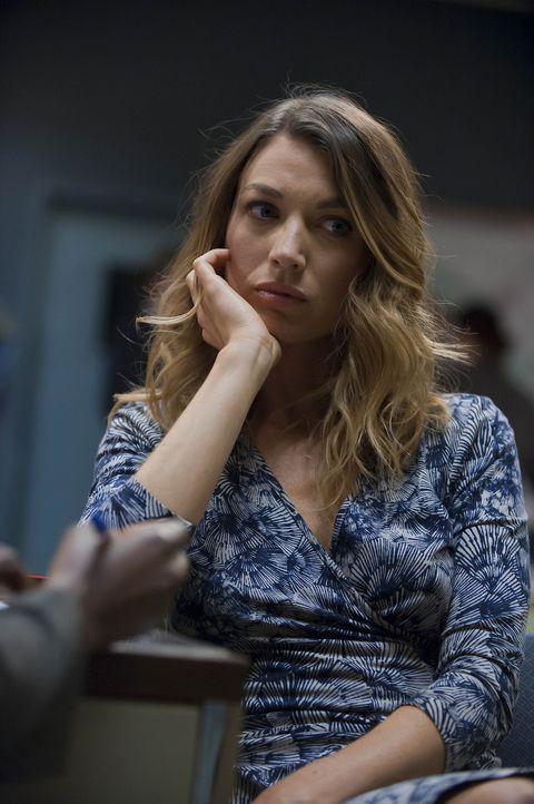 Nach dem versuchten Anschlag zweier Auftragskiller, dem Winona Hawkins (Natalie Zea) nur knapp entgangen ist, muss sie eine Entscheidung treffen ...