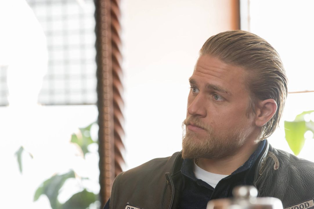 Plötzlich liegen fast alle Karten auf dem Tisch und Jax (Charlie Hunnam) muss entscheiden, was er damit anfängt ... - Bildquelle: 2012 Twentieth Century Fox Film Corporation and Bluebush Productions, LLC. All rights reserved.