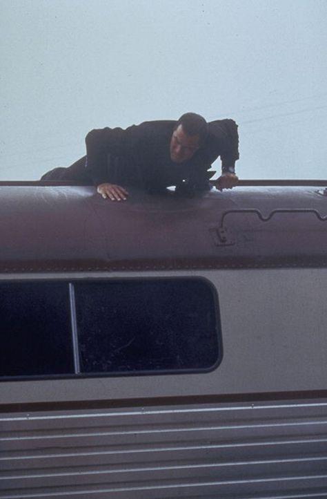 Als die Terroristen seine Nichte als ganz spezielle Geisel verwenden, kennt Ryback (Steven Seagal) keine Gnade mehr. - Bildquelle: Warner Bros.